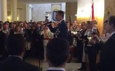 El Rey brinda en el Ayuntamiento: «Por lo que nos une, por España»