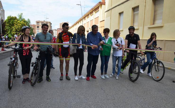 Marcha cicloturista de la AECC en Calahorra