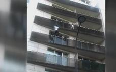La madre del niño rescatado por el 'Spiderman' de París agradece su heroicidad
