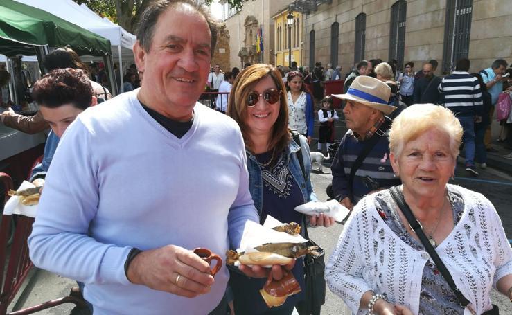 Los logroñeses disfrutan del pan y el pez en San Bernabé