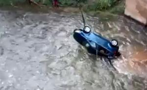 Así fue el rescate del coche que se precipitó al Najerilla