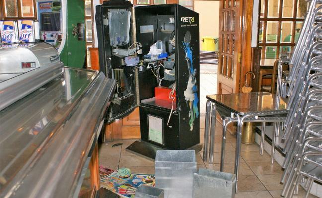 Roban en dos bares de Nájera y se llevan la recaudación de las máquinas y de la caja