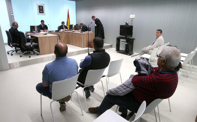 El fiscal mantiene la acusación contra el alcalde de Viguera por pinchar las ruedas del coche a un ecologista