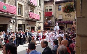 Una exhibición del grupo de danzas sirve como preludio de las fiestas de Laguardia