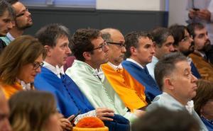 Acto de investidura de los nuevos doctores universitarios
