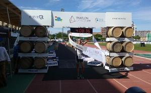 Gustavo Rodríguez y Judith Corachán ganan el Triatlón La Rioja