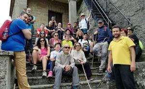 Un paseo saludable a San Felices repasa la historia de Haro