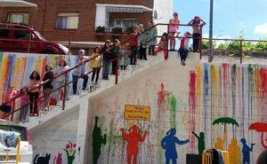 Los niños realizan un nuevo mural en Nájera