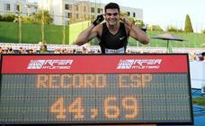 Hortelano revienta el récord de 400