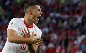 La FIFA expedienta a Xhaka y Shaqiri y castiga a Polonia
