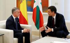 Sánchez y Urkullu acuerdan crear una comisión para traspasar competencias