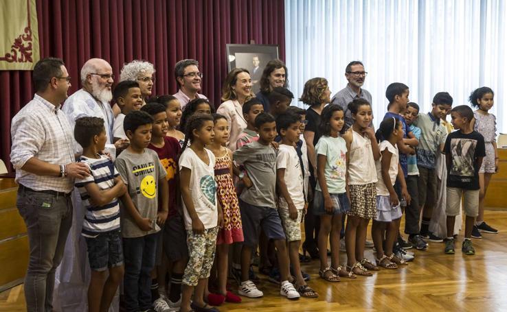 El Ayuntamiento de Logroño recibe a 40 menores saharauis del programa 'Vacaciones en paz'