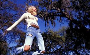 El riesgo oculto de llevar pantalones rotos