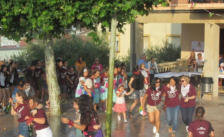 Lanzamiento del cohete de las fiestas de San Cristóbal en Entrena