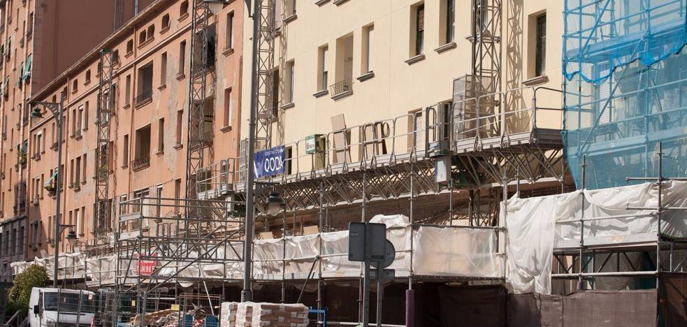 Los andamios cubren ya la vieja estación de Logroño