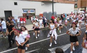 El concurso de comparsas animará el desfile de carrozas del 14 de agosto