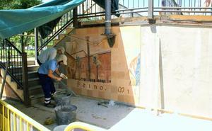Comienza la instalación del mural de la pasarela peatonal de Nájera