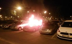 Dos coches quemados en sendos incendios en Logroño
