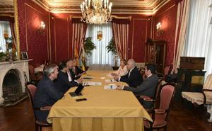 Ceniceros recibe a directivos del BBVA que le han presentado el informe anual 'Situación La Rioja'