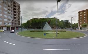 Trasladada al San Pedro una persona herida al colisionar un coche y una bici en Logroño