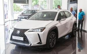 Lexus exhibe sus dos nuevos modelos
