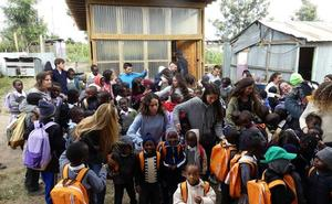 Tres futuros pedagogos riojanos ponen en marcha 'Baadaye' en Kenia