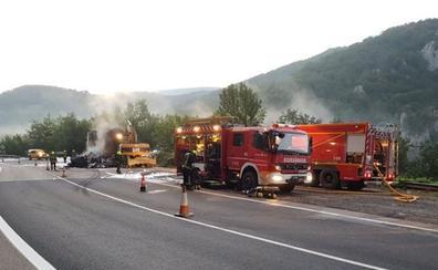 Incendio de un camión en la N-111