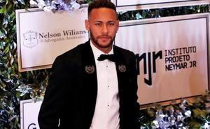 Neymar anuncia que se queda en el PSG