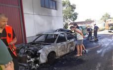 Arden tres coches en Galilea