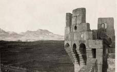 Sentada en  el castillo  de Sajazarra