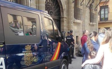 Un policía retirado mata de varios disparos a su pareja en Astorga
