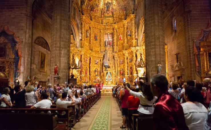Navarrete estrena 'botafumeiro' en honor a Santiago