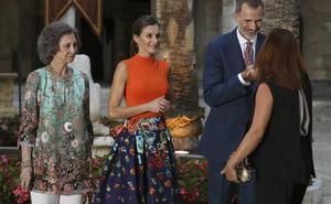 Los Reyes reciben a la sociedad balear en la Almudaina