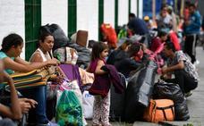 Santos concede a 440.000 venezolanos residencia en Colombia durante dos años
