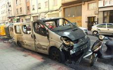 La Policía detiene a los presuntos autores de la quema de 14 vehículos