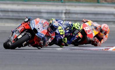 Dovizioso aguanta el ataque de Lorenzo y Márquez