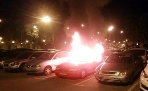 Coches quemados, marquesinas rotas, motos robadas: así actuaban los 'payasos justicieros'