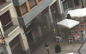 Los bomberos sofocan un incendio en el restaurante Entrepuentes de Logroño