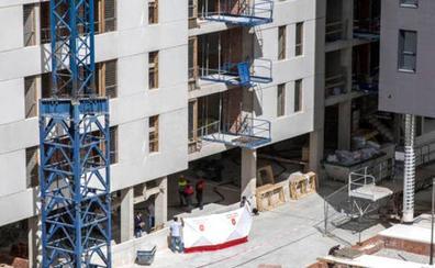 Un vecino de Rincón muere tras caer del tercer piso de una obra