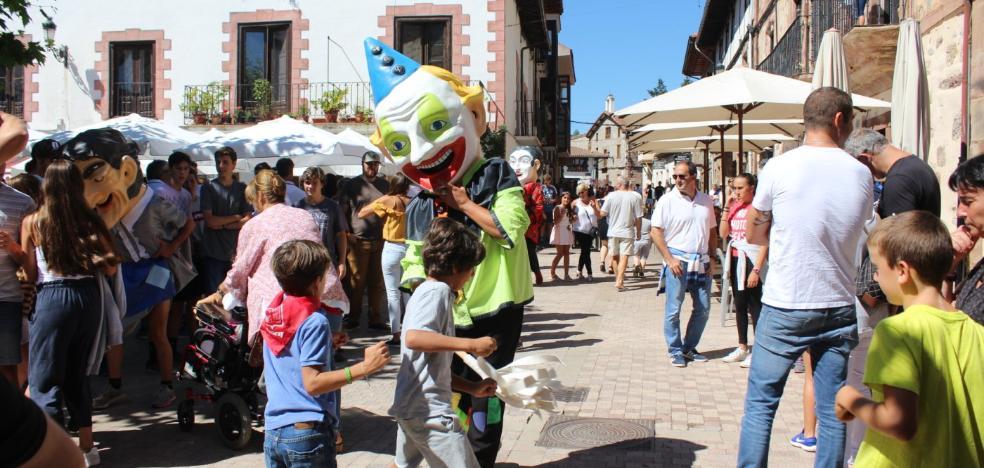 Ezcaray concluye las fiestas de San Lorenzo despidiendo al cabezudo Miguel Castroviejo
