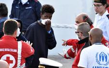 Desembarcan todos los inmigrantes del barco Diciotti en Catania