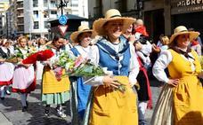Un desfile de flores para los santos