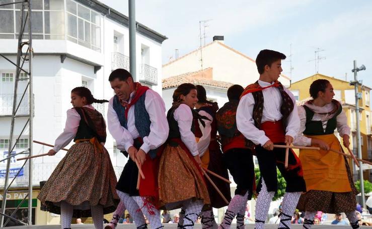 Actuación de folclore en el Raso