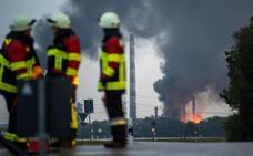 Diez heridos y 1.800 evacuados por una explosión en una refinería en Alemania