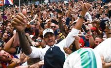 Hamilton enmudece a los tifosi