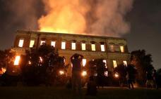 Las llamas arruinan el mayor museo de historia natural de América Latina