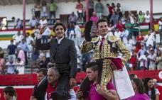 Urdiales y Diego Ventura se llevan ex aequo el premio del Club Taurino