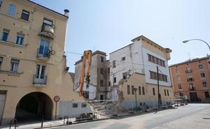 El derribo del cuartel de Avenida de Viana arranca por sorpresa
