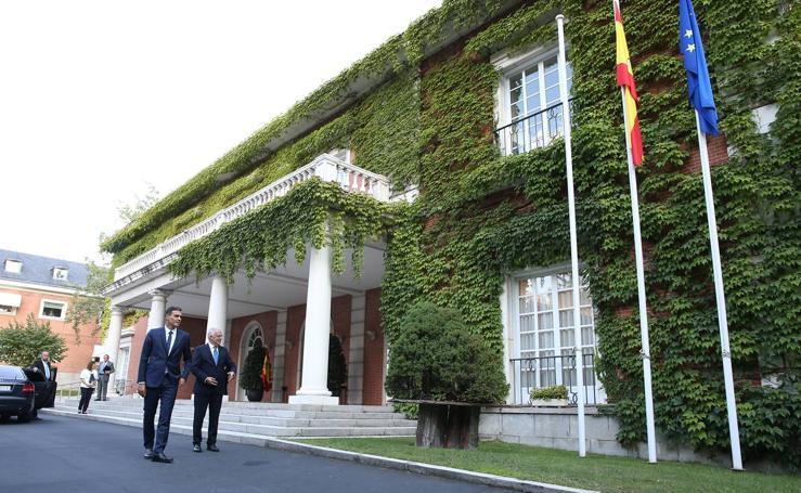Las imágenes del encuentro entre Pedro Sánchez y José Ignacio Ceniceros en Moncloa