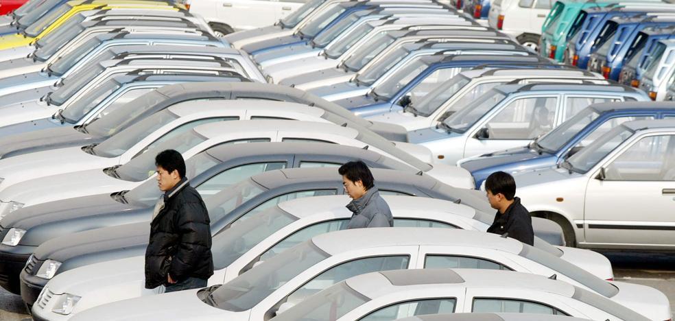 La patronal pide retirar todos los automóviles de más de 12 años por su altas emisiones